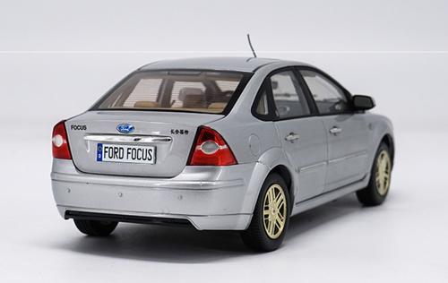 1/18 Dealer Edition Ford Focus Sedan (Silver) Diecast Car Model