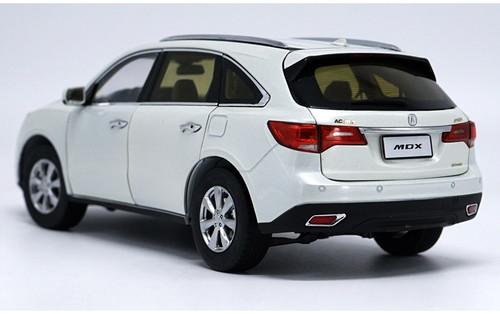 1/18 Dealer Edition 2015 Acura MDX (White) Diecast Car Model
