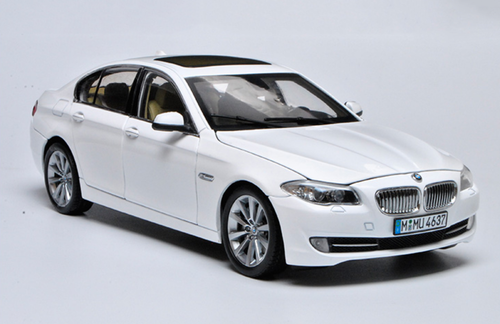 1/18 GT Autos GTAutos BMW F10/F11/F07/F18 (2010–2016) 5 Series 535i 535Li (White) Diecast Car Model