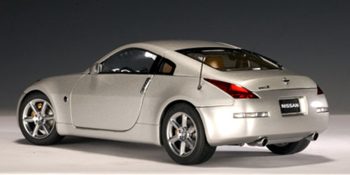 1/18 AUTOart 2002 NISSAN 350Z (DIAMOND SILVER) Diecast Car Model 77311