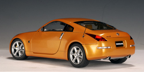 1/18 AUTOart 2002 NISSAN 350Z (SUNSET ORANGE) Diecast Car Model 77312