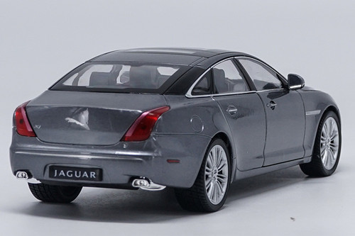 1/24 Welly Jaguar XJ XF (Grey) Diecast Car Model