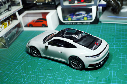 1/18 Dealer Edition Porsche 911 992 Carrera C2S (Grey) Diecast Car Model