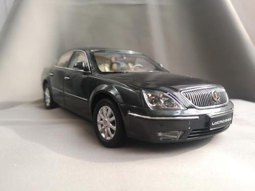 1/18 Dealer Edition 2006 Buick Lacrosse (Grey) Diecast Car Model