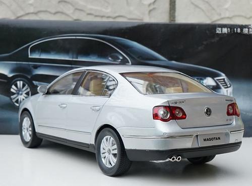 1/18 Dealer Edition B6 and B7 (Typ 3C; 2005–2015) Volkswagen VW Passat / Magotan (Silver) Diecast Car Model