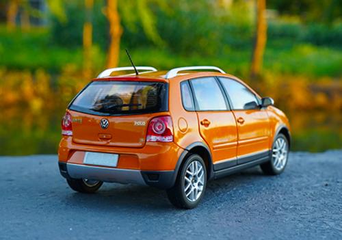 1/18 Dealer Edition Volkswagen VW Cross Polo CrossPolo (Orange) Diecast Car Model