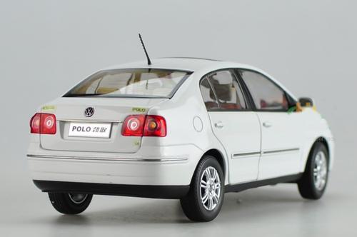 1/18 Dealer Edition Volkswagen VW Polo Sedan (White) Diecast Car Model