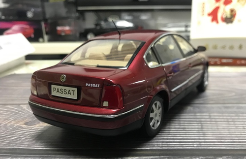 1/18 Dealer Edition B5 and B5.5 (Typ 3B and 3BG; 1997–2006) Volkswagen VW Passat (Red) Diecast Car Model