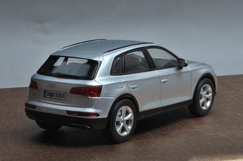 1/43 Dealer Edition Audi Q5 (Silver) Diecast Car Model