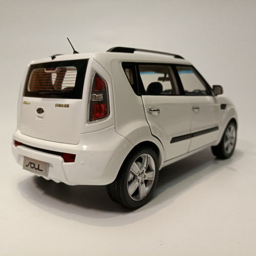 1/18 Dealer Edition Kia Soul (White) Diecast Car Model