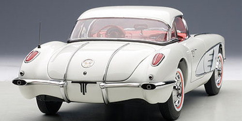 1/18 AUTOart 1958 Chevrolet Chevy Corvette (Snowcrest White) Diecast Car Model 71147