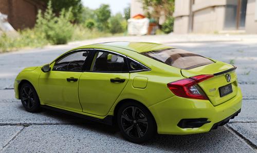 1/18 Dealer Edition 2019 Honda Civic (Yellow / Green) Diecast Car Model