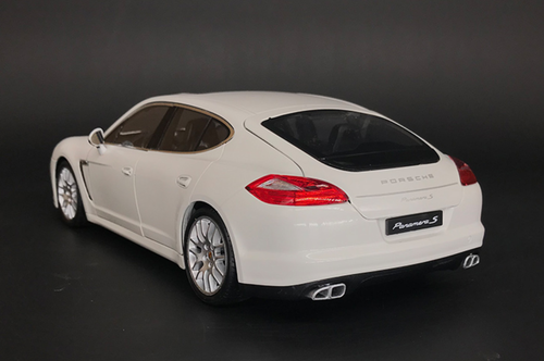 1/18 Welly Porsche Panamera S (White) Diecast Car Model