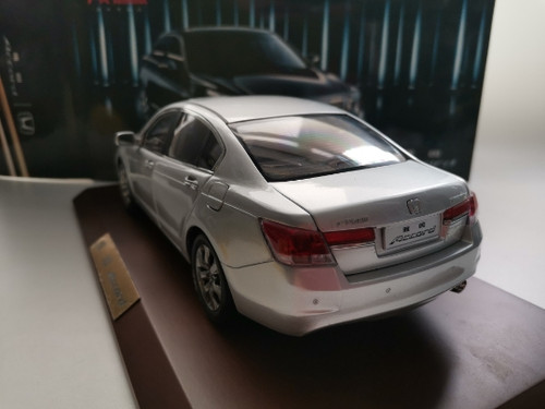 1/18 Dealer Edition Honda Accord w/ Wooden Display (Silver) 8th generation (2007-2012) Diecast Car Model