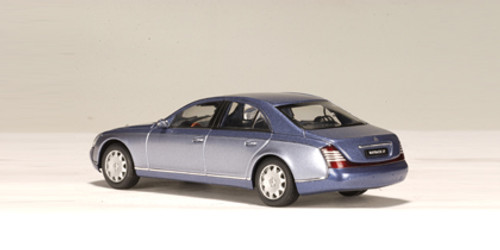 1/43 AUTOart MAYBACH 57 SWB (COTED AZUR BLUE MIDDLE / COTED'AZUR BLUE BRIGHT METALLIC) Diecast Car Model 56151