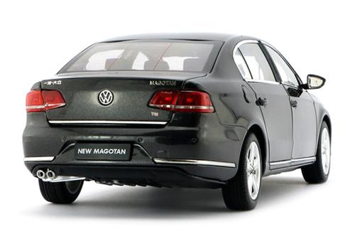 1/18 Dealer Edition 2011 Volkswagen VW Magotan / Passat (Brown) Diecast Car Model