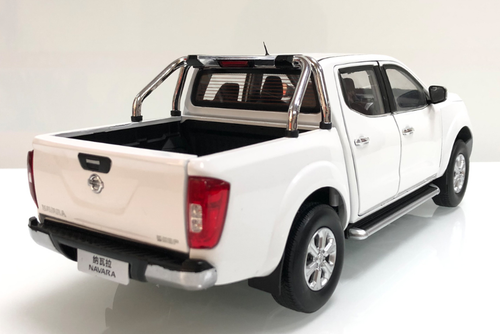 1/18 Dealer Edition Nissan Frontier / Navara Pickup Truck (White) Diecast Car Model