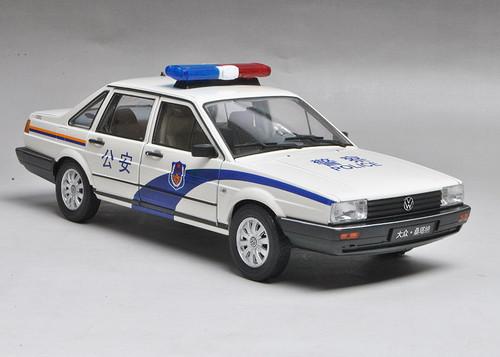 1/18 Welly Classic 1980-1989 Volkswagen VW Passat / Santana Police Car Diecast Car Model