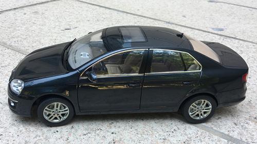 1/18 Dealer Edition Volkswagen VW Jetta / Sagitar (Grey Black) 5th Generation (A5, Type 1K5; 2006–2011) Diecast Car Model