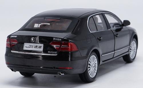 1/18 Dealer Edition Skoda New Superb (Dark Brown) Diecast Car Model