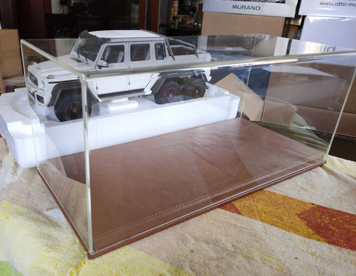 1/18 Custom Made Extended Acrylic Display Case w/ Leather base