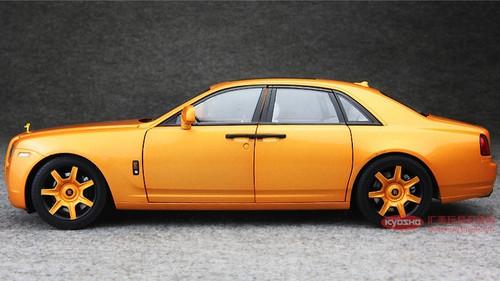 1/18 Kyosho Rolls-Royce Ghost (Golden Orange)