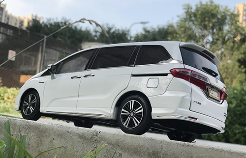 1/18 Dealer Edition 2019 Honda Odyssey (White) Diecast Car Model
