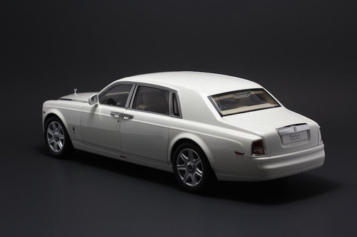 1/18 Kyosho Rolls-Royce Phantom Extended Wheelbase (EWB) (English White) Diecast Car Model