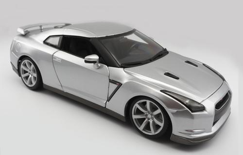 1/18 BBurago 2009 Nissan GTR GT-R R35 (Silver) Diecast Car Model