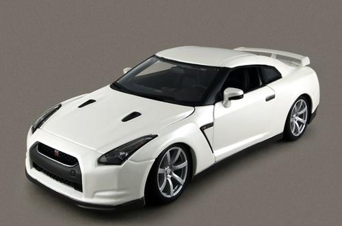 1/18 BBurago 2009 Nissan GTR GT-R R35 (White) Diecast Car Model