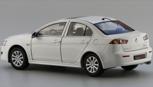 1/18 Dealer Edition Mitsubishi Lancer (White) Diecast Car Model