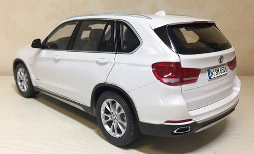 1/18 Dealer Edition BMW X5 F15 (White) Diecast Car Model
