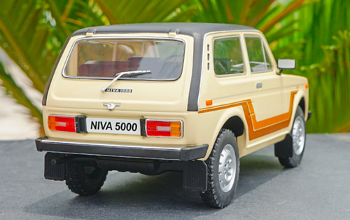 1/18 Model Car Group AvtoVAZ Lada Niva 5000 4x4 (Beige) Diecast Car Model