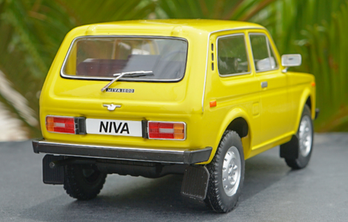 1/18 Model Car Group AvtoVAZ Lada Niva 1600 4x4 (Yellow) Diecast Car Model