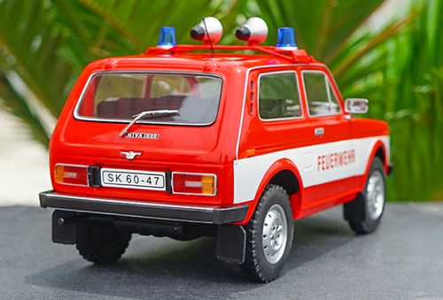 1/18 Model Car Group AvtoVAZ Lada Niva 1600 4x4 Ambulance Feuerwehr Diecast Car Model
