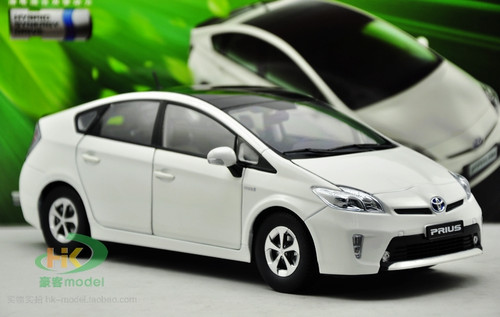 1/18 Dealer Edition Toyota Prius 3rd generation (XW30; 2009–2015) (White) Diecast Car Model