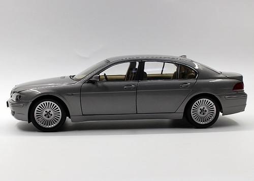 1/18 Dealer Edition BMW 7 Series 4th Generation (E65/E66/E67/E68; 2001–2008) Dark Grey Diecast Car Model