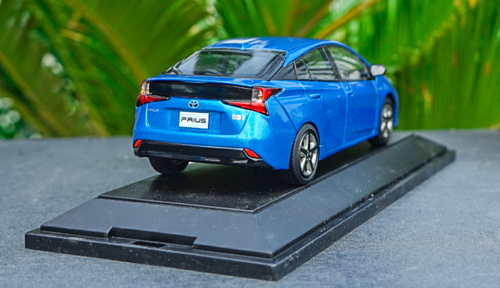 1/30 Dealer Edition Toyota Prius 4th Generation (XW50; 2015-present) (Blue) Diecast Car Model
