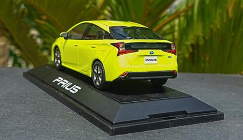1/30 Dealer Edition Toyota Prius 4th Generation (XW50; 2015-present) (Yellow) Diecast Car Model