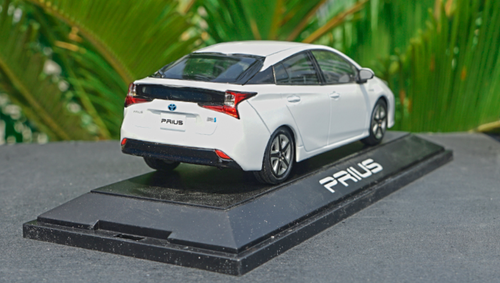 1/30 Dealer Edition Toyota Prius 4th Generation (XW50; 2015-present) (White) Diecast Car Model