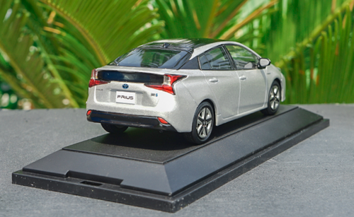 1/30 Dealer Edition Toyota Prius 4th Generation (XW50; 2015-present) (Silver) Diecast Car Model