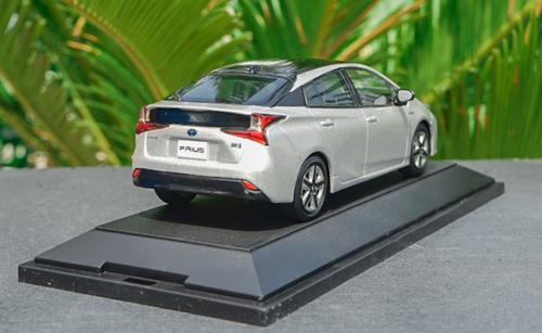 1/30 Dealer Edition Toyota Prius 4th Generation (XW50; 2015-present) (Silver) Diecast Car Model