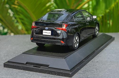 1/30 Dealer Edition Toyota Prius 4th Generation (XW50; 2015-present) (Black) Diecast Car Model