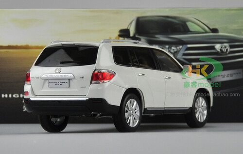 1/18 Dealer Edition 2012 Toyota Highlander (White) Diecast Car Model