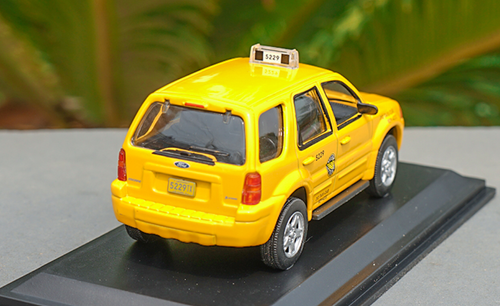 1/43 Dealer Edition Ford Escape Hybrid Chicago Taxi Diecast Car Model