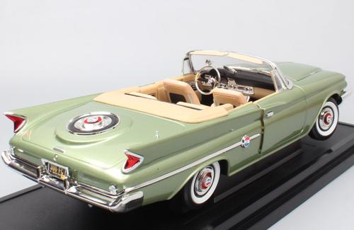 1/18 Yatming Lucky Diecast 1960 Chrysler 300F 300 F (Green) Diecast Car Model