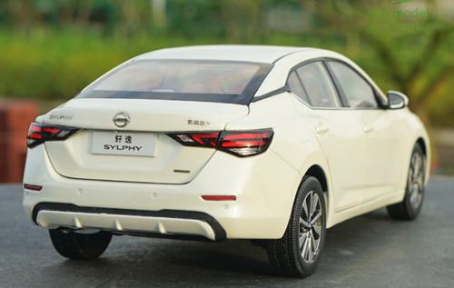 1/18 Dealer Edition Nissan Bluebird Sylphy / Pulsar / Sentra (White) Diecast Car Model