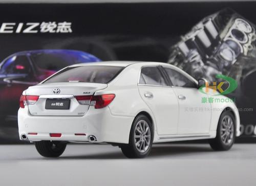1/18 Dealer Edition Toyota Reiz (White) Diecast Car Model