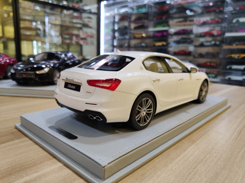 1/18 BBR Maserati Ghibli SQ4 S Q4 (White) LHD Resin Car Model