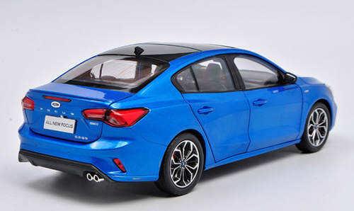 1/18 Dealer Edition 2019 Ford Focus Sedan (Blue) Diecast Car Model